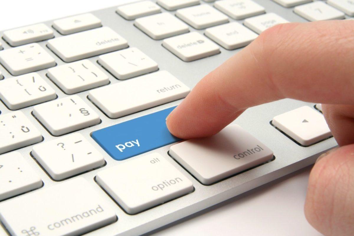 Бизнесу разрешили рассчитываться с налоговой при помощи электронных денег